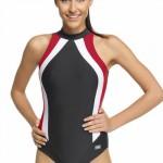 Sportovní plavky šedivé barvy s červenobílými proužky