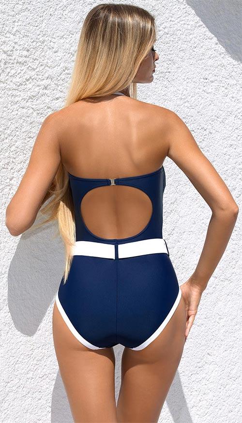 Modré plavky s bílými lemy