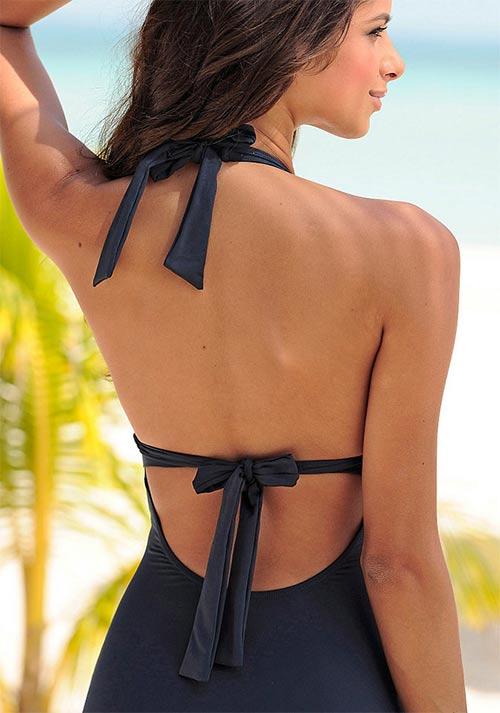 Zavazování na mašličku za krkem a na zádech