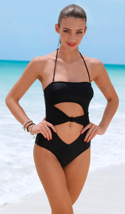 Jednodílné bandeau plavky s průstřihy