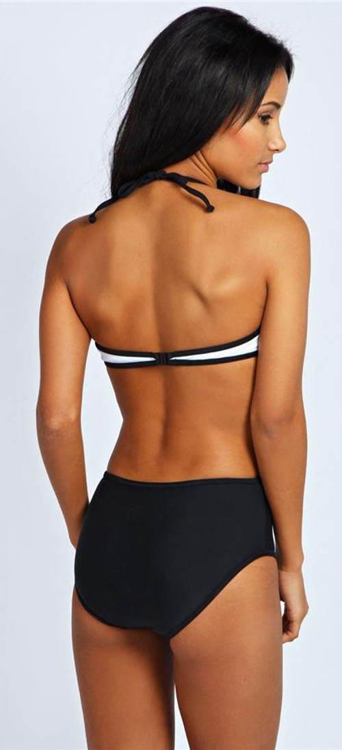 Jednodílné plavky s odhalenými zády