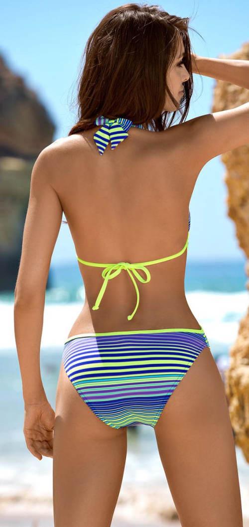 Jednodílné plavky s ohalenými zády