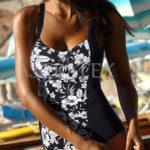 Komfortní černobílé zeštíhlující plavky