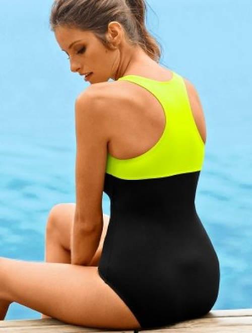 Plavky se sportovně vykrojenými zády