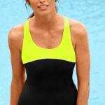 Sportovní plavky s pruženkou pod prsy