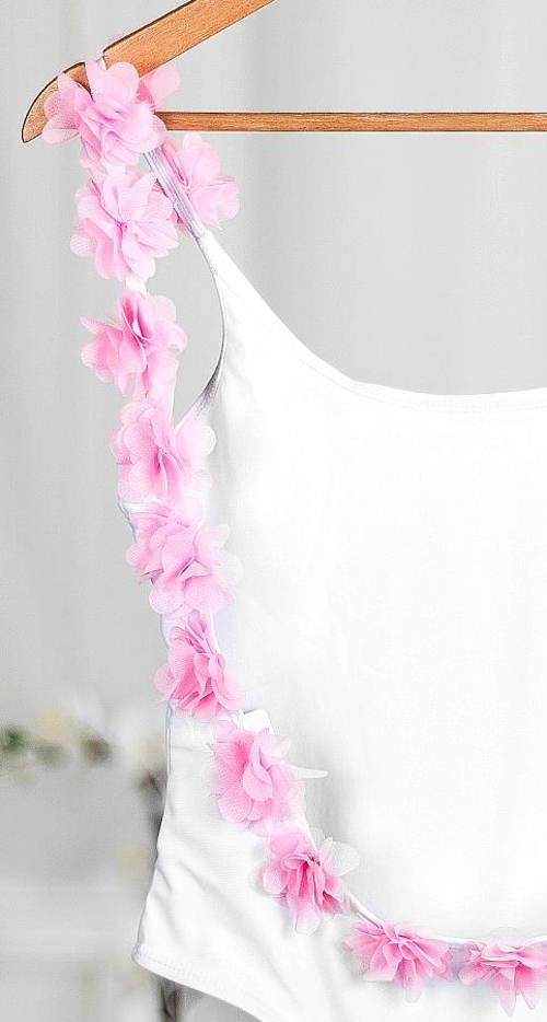 Dámské plavky s květinovou aplikací