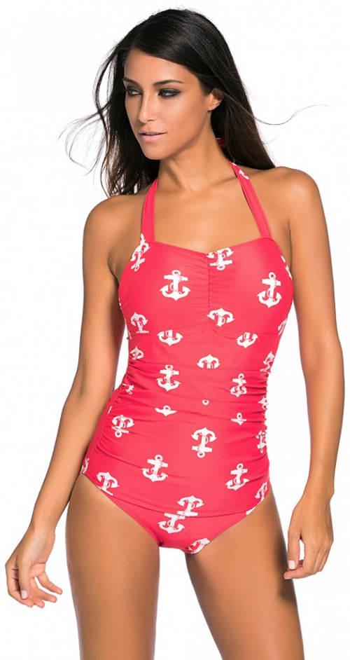 Růžové námořnické plavky pro plnější tvary