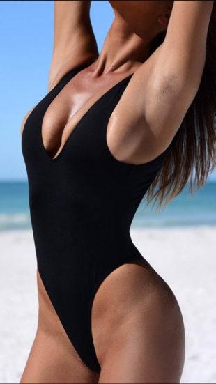 Dámské jednodílné černé tanga plavky