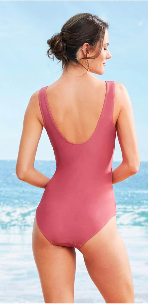 Růžové jednodílné plavky k moři