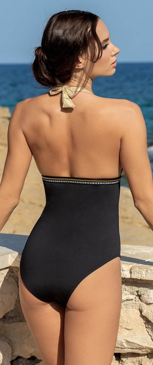 Jednodílné dámské plavky s holými zády