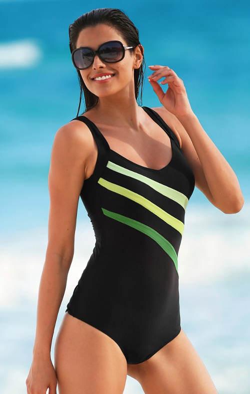 Sportovní jednodílné plavky s opticky zeštíhlujícím vzorem