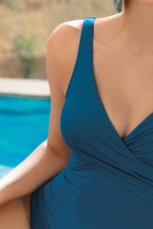 Jednodílné plavky vhodné pro menší prsa
