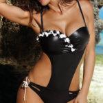 Lesklé černé jednodílné push-up plavky s květinovou ozdobou