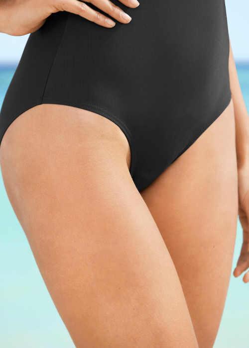 Jednodílné plavky zeštíhlující břicho boky a zadek