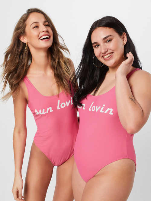 Růžové jednodílné plavky ve velikostech pro plnoštíhlé