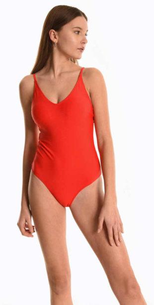 Elegantní dámské jednodílné plavky v impozantní červené