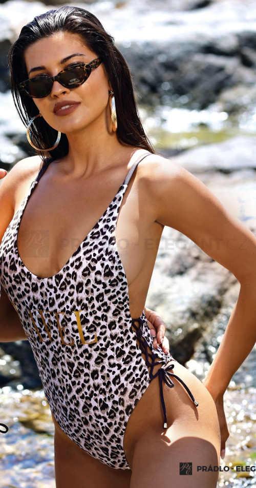 Jednodílné plavky s leopardím vzorem a šněrováním na bocích