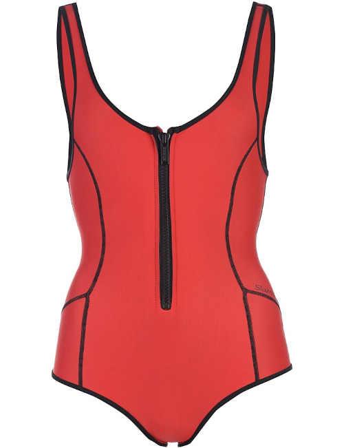 červené kvalitní plavky s černými detaily