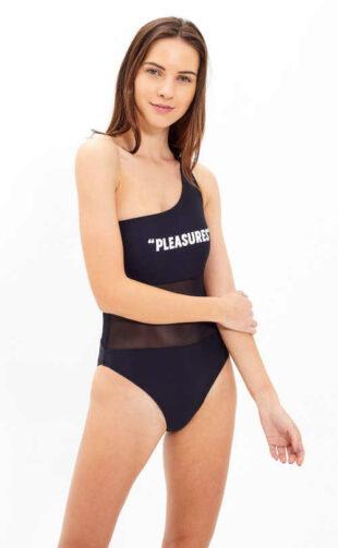 Moderní plavky vcelku na jedno rameno s nápisem vpředu